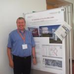 Peter Wolff in Salzburg auf dem Kongress AGIT vor einem Poster zu dessen Inhalten er dort referiert