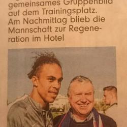 Die BILD Ausgabe Leipzig bringt ein Bild von Peter Wolff mit dem dänischen Nationalspieler im Dress von RB Leipzig, Yussuf Poulsen.